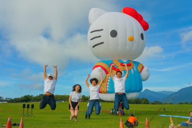 終於露面!HELLO KITTY台東熱氣球首度開箱立球  饒慶鈴:希望為世界帶來正能量