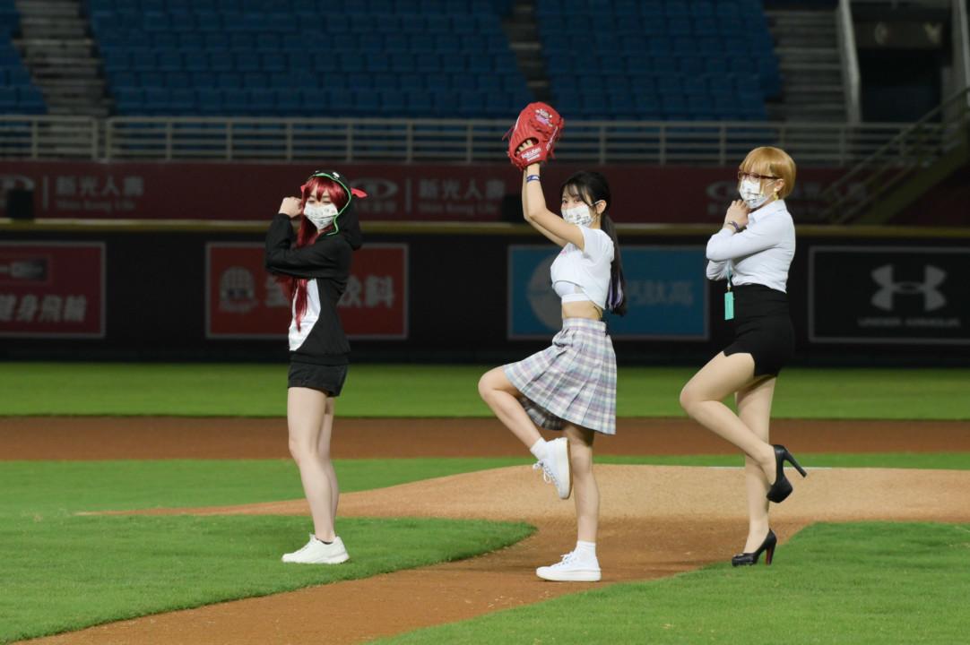 So-net x樂天桃猿打造20周年SO SWEET主題日  女神蔡瑞雪微COS企業看板娘閃亮開球