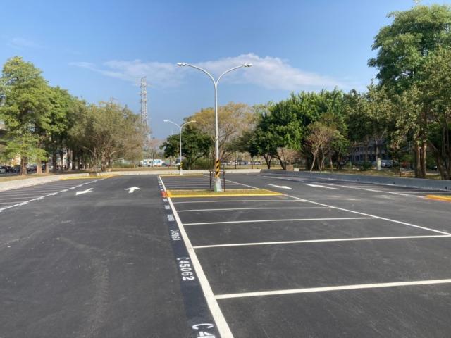 高市交通局設計規劃高楠公路公有停車場 即日起開放使用