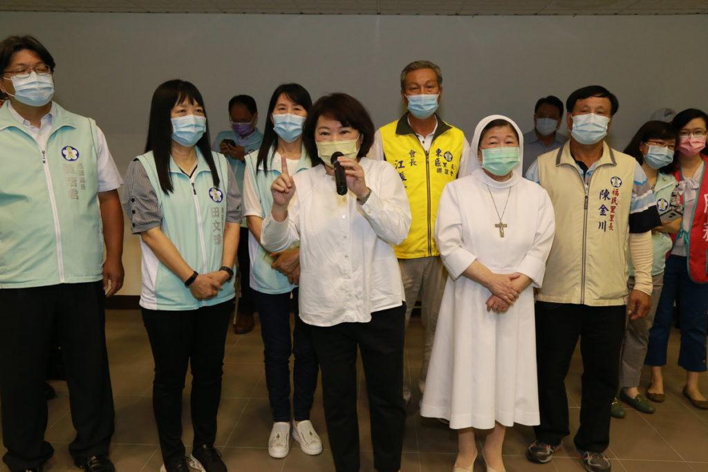 嘉義市70歲以上長者第二劑莫德納疫苗開打 黃敏惠市長到場關心