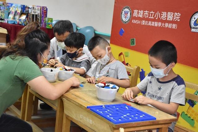 小港醫院獲贈樂高積木  幫助孩童復健治療增樂趣