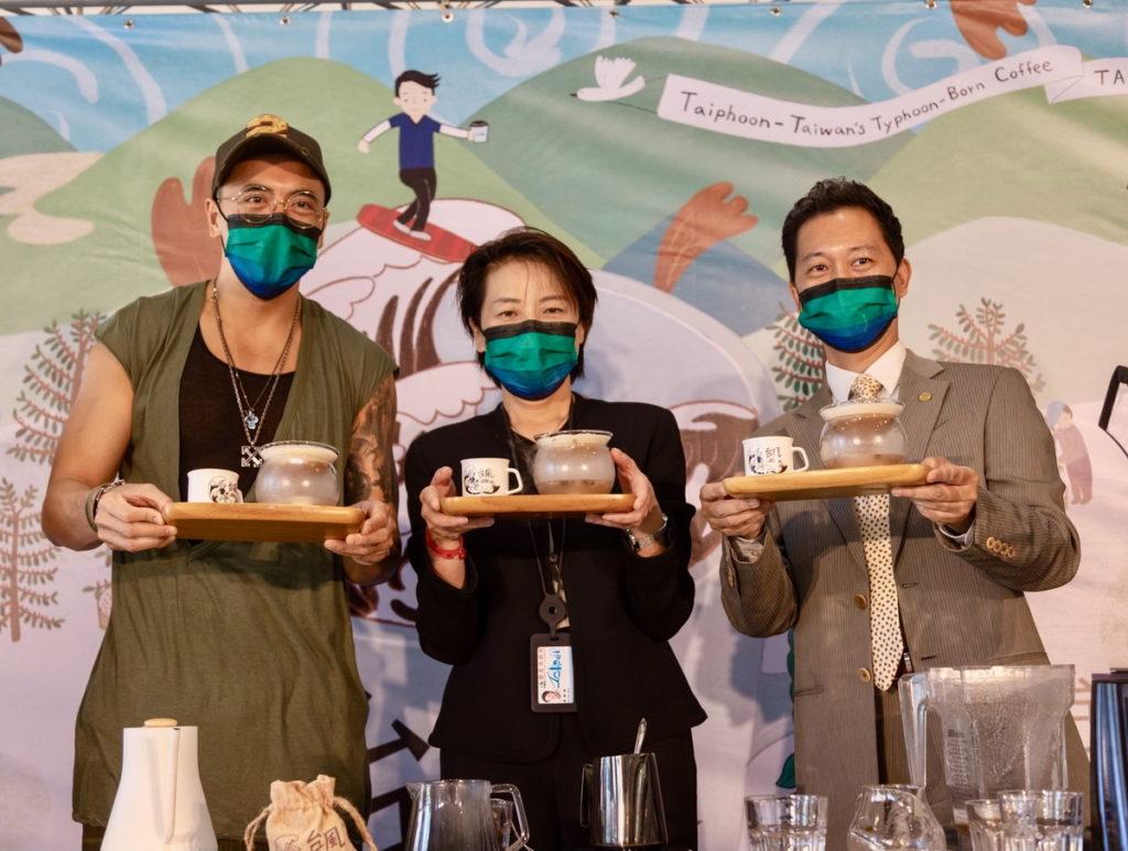 臺北市黃珊珊副市長(中)、中美洲經貿辦事處廖鴻達主任(右1)及路易莎職人咖啡股份有限公