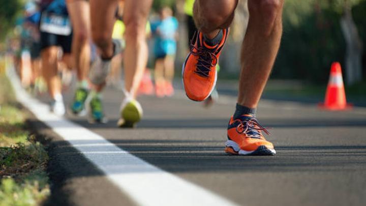 跑在堅硬的路面有害嗎 柔軟的地表容易失衡嗎