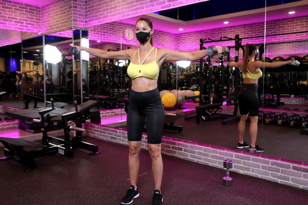 Akemi近期因為疫情後與人視訊的頻率提高,因此她更加重視上半身線條的訓練。