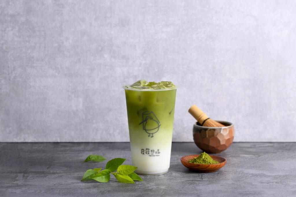 特濃宇治抹茶歐蕾可以嚐到濃郁抹茶與滑順奶香的經典滋味,讓你可以輕鬆享受午後的午茶時光