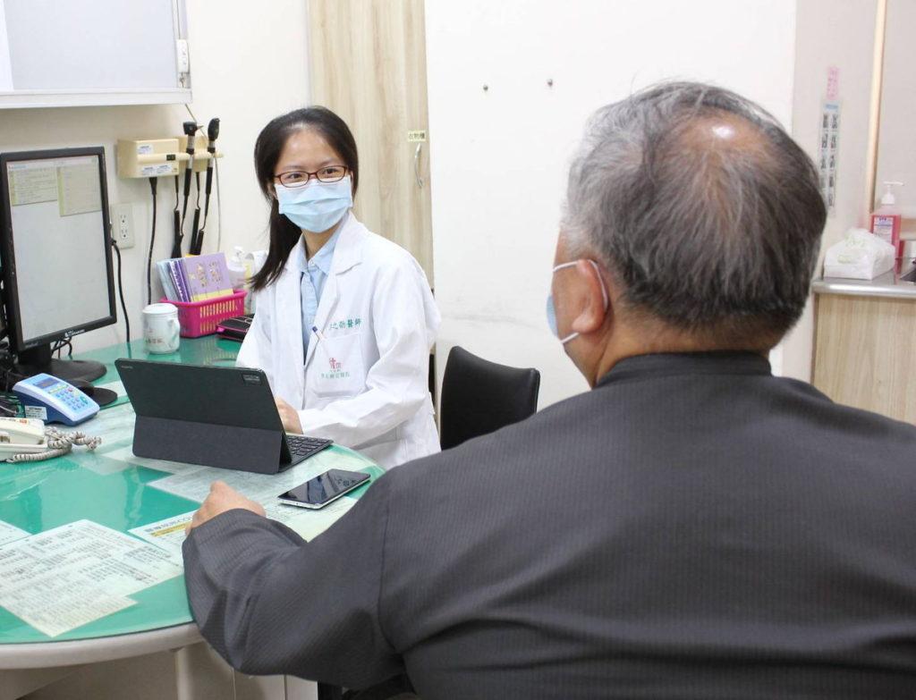 嘉義天主教聖馬爾定醫院職業醫學科王之劭醫師表示打造職場健康  遠離菸酒檳榔