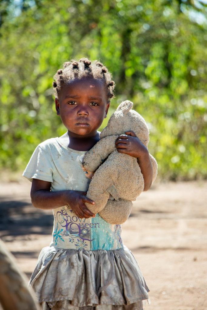 世界展望會在第一線的長期服務經驗中,發現貧窮、衝突與天災都是童婚增加的主因(台灣世界展望會提供)