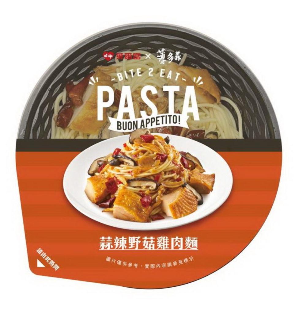 萊爾富攜手薄多義推出4款聯名新品,蒜辣野菇雞肉麵,售價89元。
