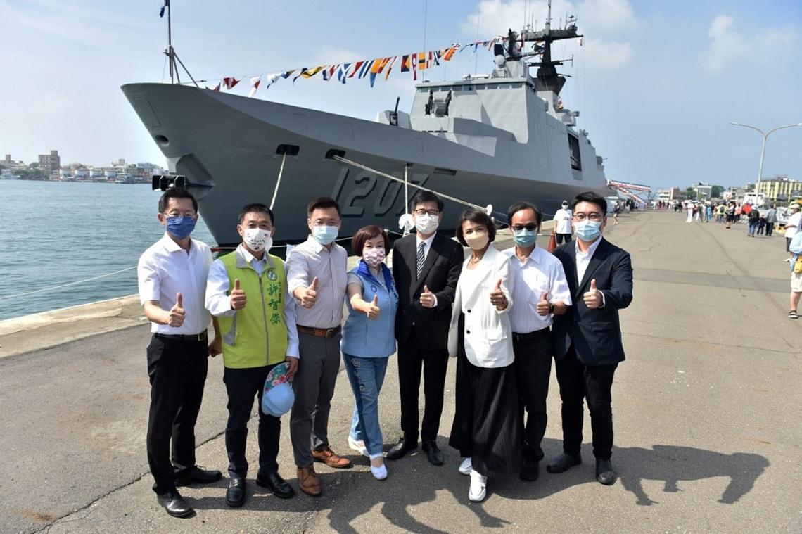 軍艦開放登艦參觀    陳其邁:感謝國軍全力保衛家園
