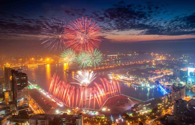 睽違20年 國慶焰火將重返高雄 回顧歷年煙火絢爛精彩
