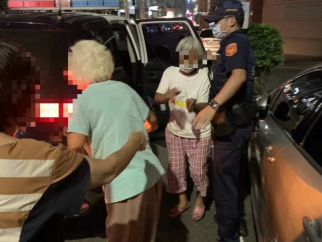 夜間找尋失智女兒 北興警協助老婦並護返家