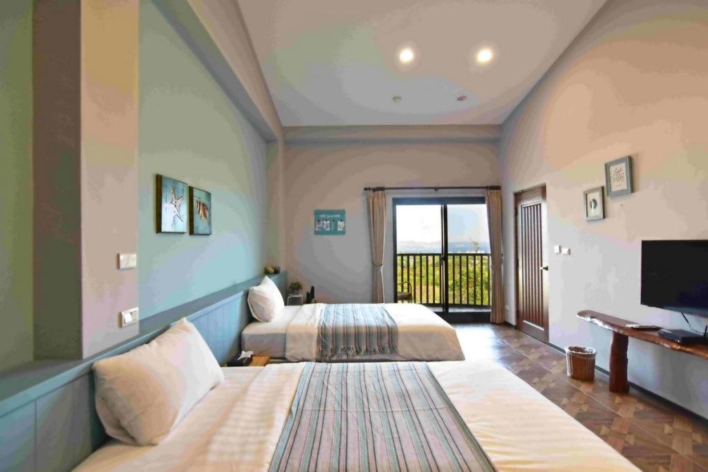 位在「屏東」的「卡瓦那庭園民宿」,民宿房間在寬敞之餘也擁有壯麗景色。(圖片由Booking.com提供)
