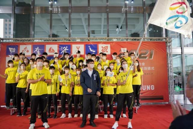 全運會高市代表隊授旗 陳其邁勉勵選手在比賽中大放異彩