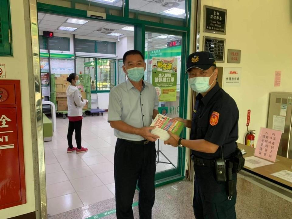 郵局五倍券開領 警六分局加強防詐宣導與安全維護