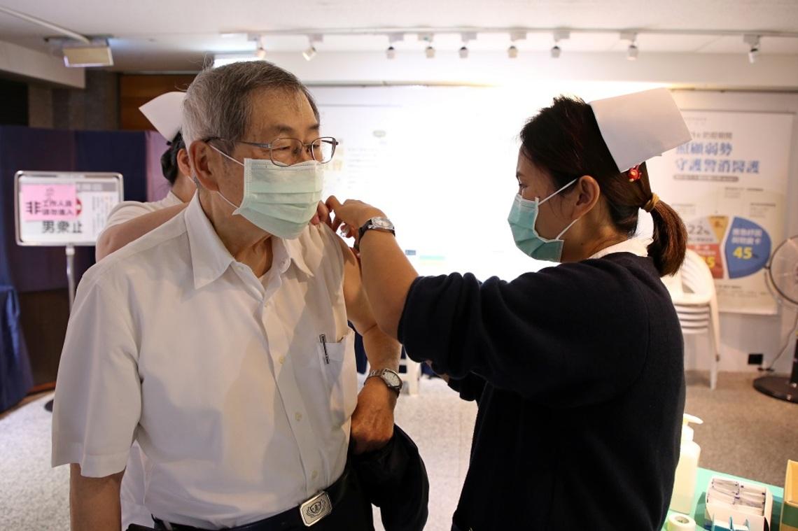 降低流感重症風險   花蓮慈院長者流感疫苗開打