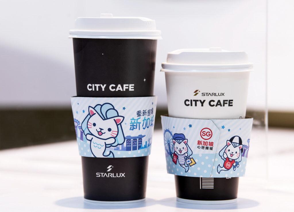 「星宇航空 x 7-ELEVEN 概念店」限定的萌小獅Merli咖啡杯套,一起重新想像新加坡