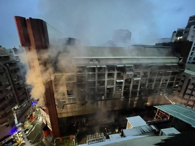 【最新】高雄城中城大火調查 疑醉婦燒檀香餘燼亂扔釀46死