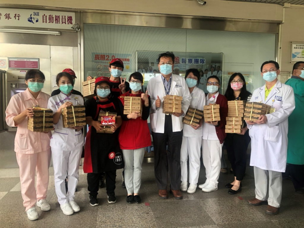 怡和餐飲集團於疫情期間號召門市響應,一共送出2.3萬份餐點挺醫護