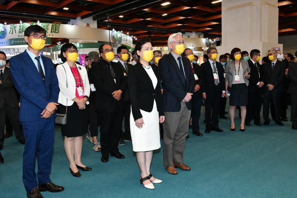 2021台灣創新技術博覽會總計444家國內外廠商,展出1300項創新發明展品及技術。照片前排為主辦單位代表經濟部王美花部長及科技部吳政忠部長。
