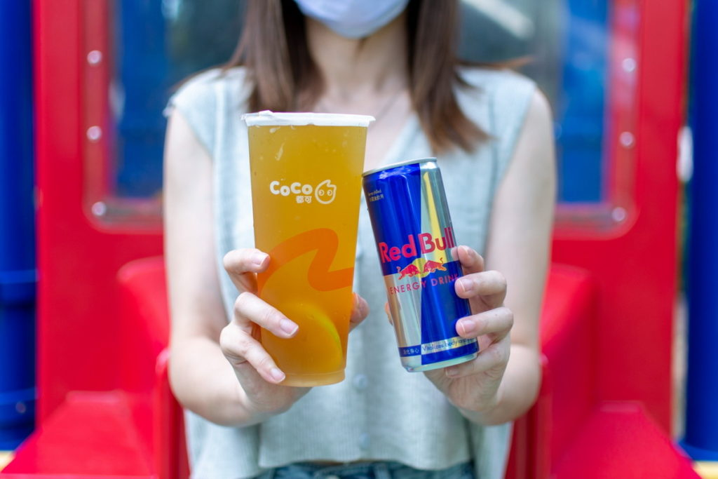 CoCo都可 X Red Bull  聯名調飲新上市  台味手搖再升級 「飛天瓜牛」敢玩SHOT起來