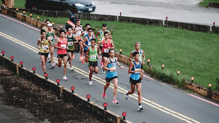 一些關於人跟鞋的數據 110 年全運會馬拉松平均完賽時間